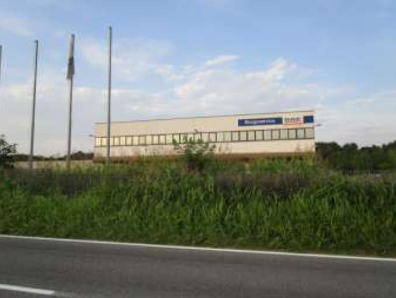 Capannone Industriale con uffici e pertinenze adibito a Concessionario in Sizzano (NO)