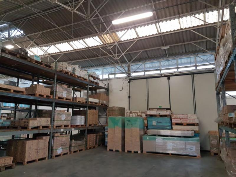 Capannone con magazzino ed uffici ubicato al piano terra e primo di un fabbricato autonomo con corte esclusiva nel Comune di Sassuolo