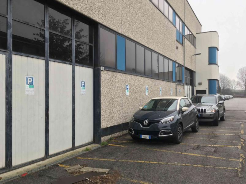 Porzione di capannone ad uso laboratorio sviluppato  su 2 piani fuori terra, in  Opera (MI)