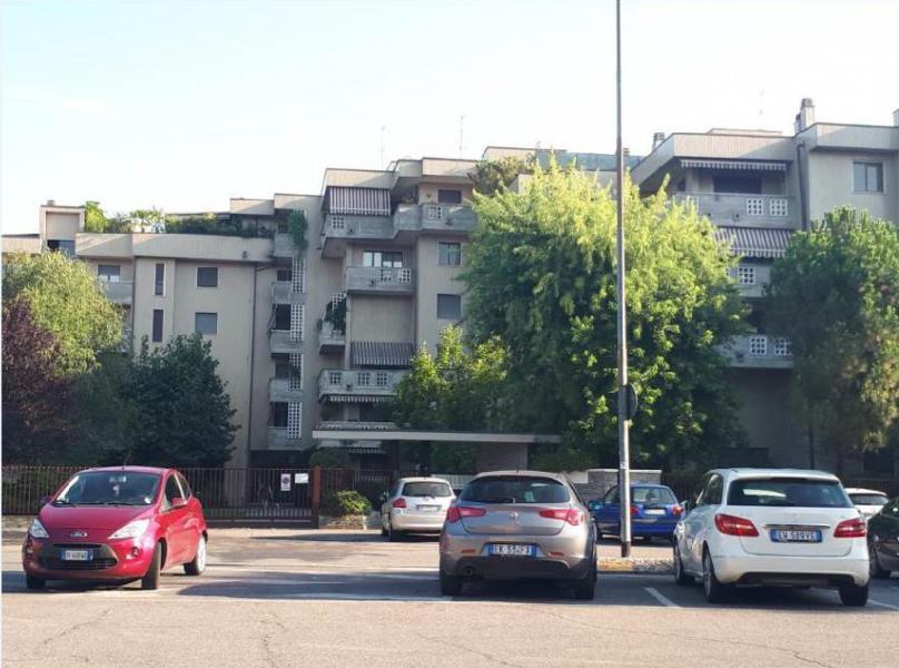 Immobile a destinazione terziaria ubicato al piano quarto di un complesso immobiliare in Lodi